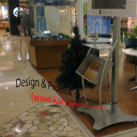 Standing Floor LCD TV & Rak Brosur