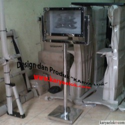 Stand Monitor Touchscreen